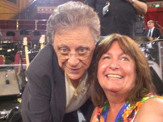 Lynn with Frankie Valli  29.6.15 RAH.